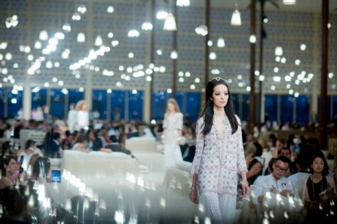 chanel-resort-2015-backstage-18_103010737987.jpg_carousel_parties