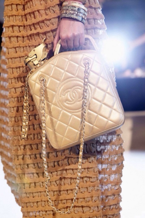 chanel-resort-2015-oil-bag-001
