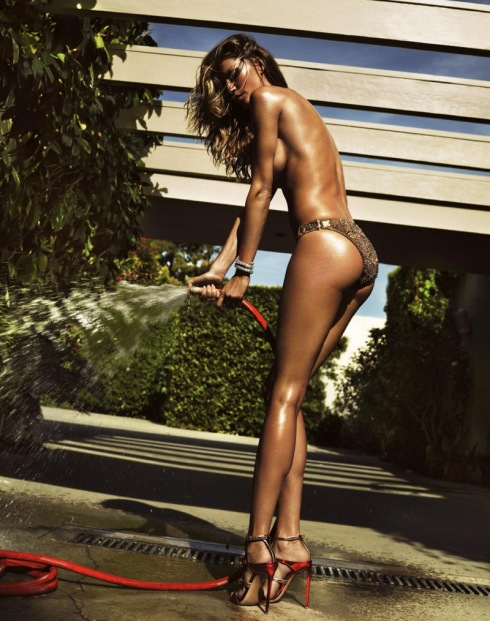 gisele-bundchen-by-mert-alas-marcur-piggott-for-lui-magazine-june-2014-5